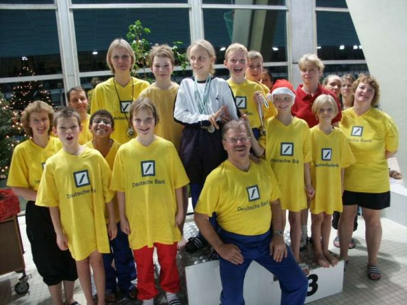 Rolf Dube mit seiner Trainingsgruppe 2003